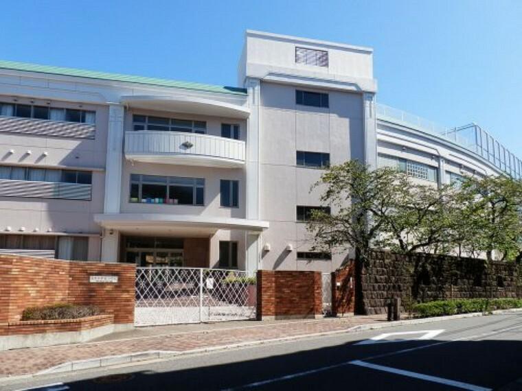 小学校 【小学校】東京女学館小学校まで417m