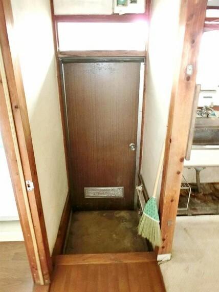 キッチン キッチンスペースには勝手口もあり、ゴミ出し等便利にお使い頂けます。