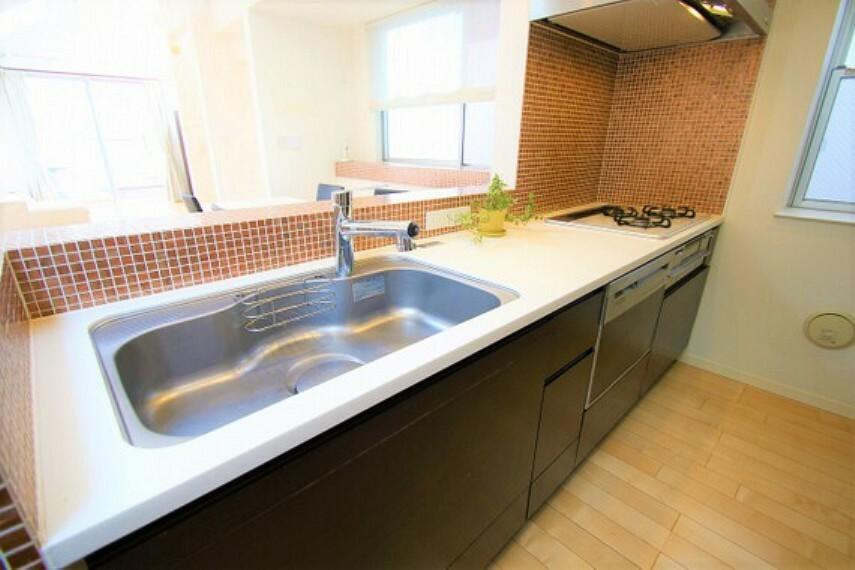 キッチン お料理しながらリビングを見渡せる対面式キッチン。食洗機付きで家事の負担を軽減できます