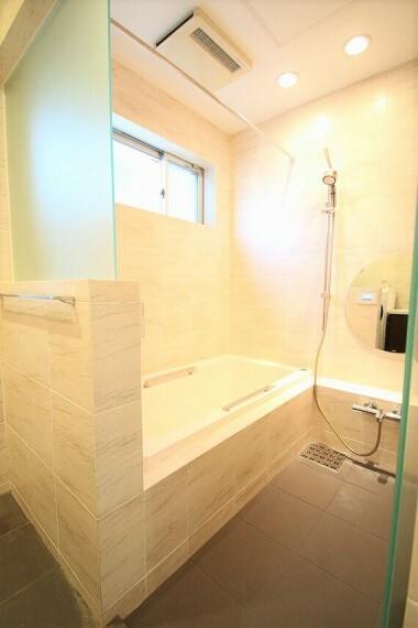 浴室 ホテルライクな浴室空間。自宅で電気をつくるネオファーム付きでエコな暮らしを実現します