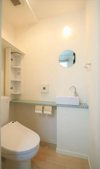 トイレ 手洗い場を設けたトイレ。トイレは1階と2階の2か所にあります