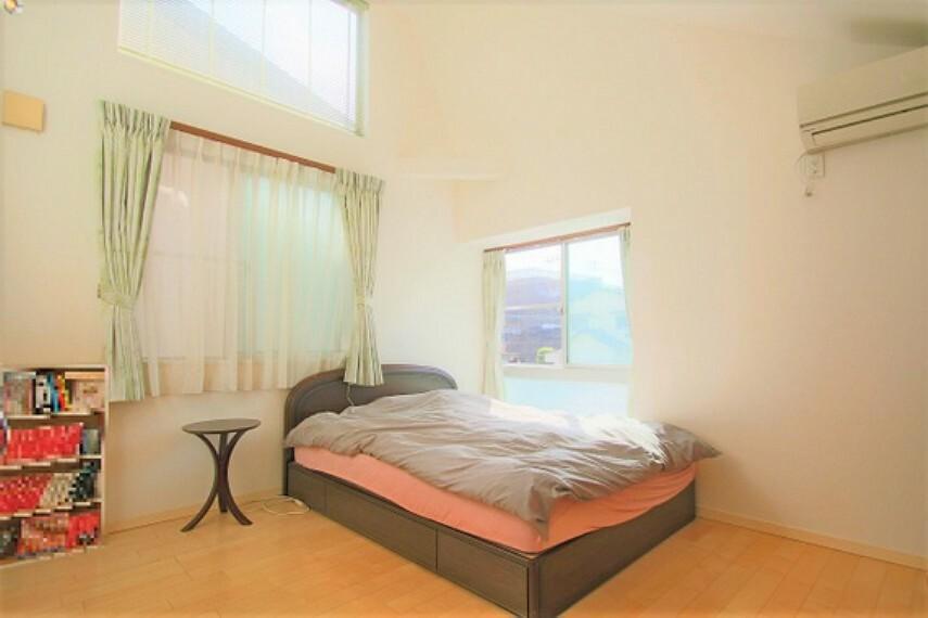 寝室 ベッドなどの大きな家具をゆとりをもって配置できます