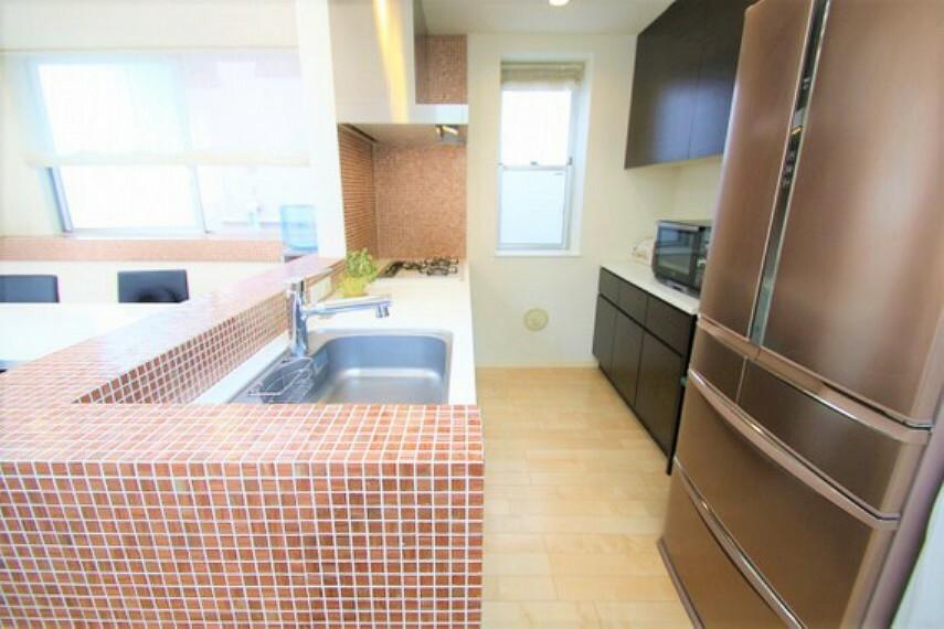 キッチン 調理器具や食器類などが取りだしやすい場所に収納でき、効率よくお料理ができます