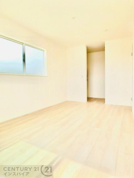 寝室 2F主寝室です、バルコニーに出られます! 同社他物件の写真です、参考にして下さい!