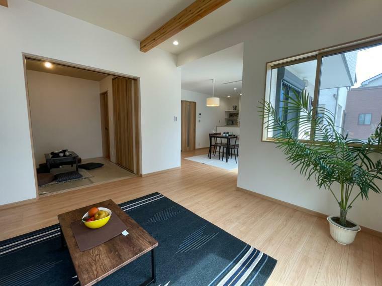 居間・リビング 落ち着いた雰囲気のLDKは家族みんなの快適空間