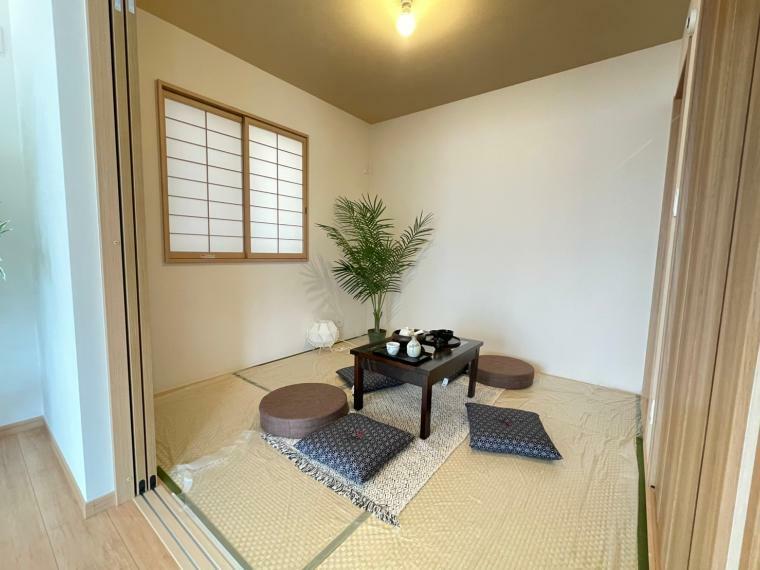 和室 リビングに面している和室は書斎や趣味の部屋、来客用のお部屋としても様々な用途に合わせて使うことができます。