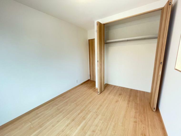 洋室 全居室収納設計で室内がすっきりと片付きます!