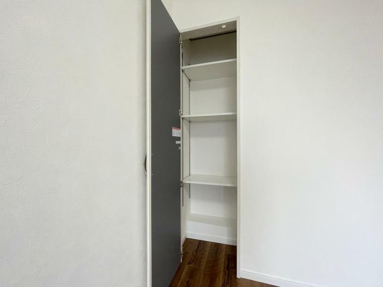 収納 5.3帖洋室の収納