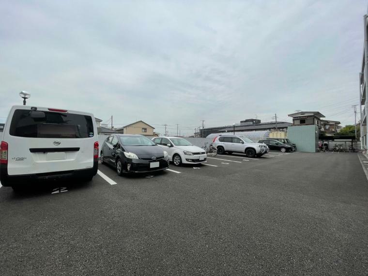 敷地内駐車場 専用使用権付駐車場付きで、車をお持ちの方も安心です