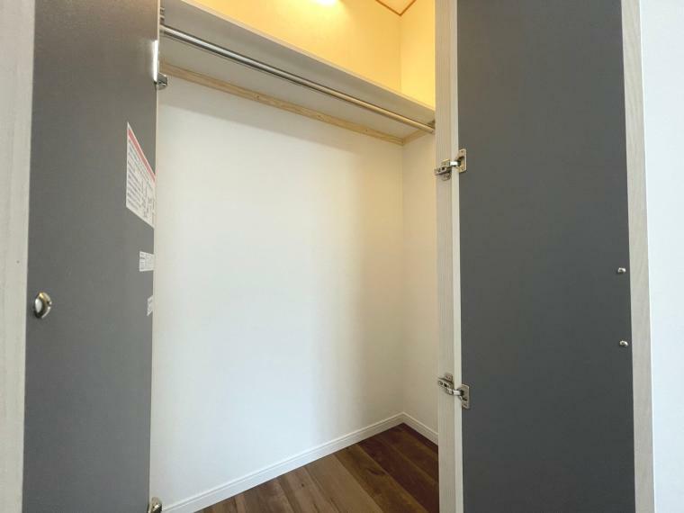ウォークインクローゼット 7.6帖洋室の収納