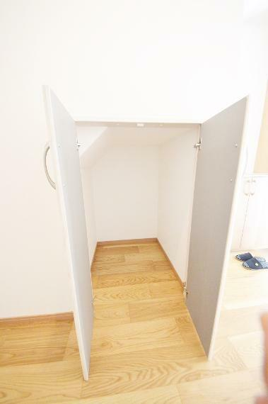 収納 1階 階段下収納