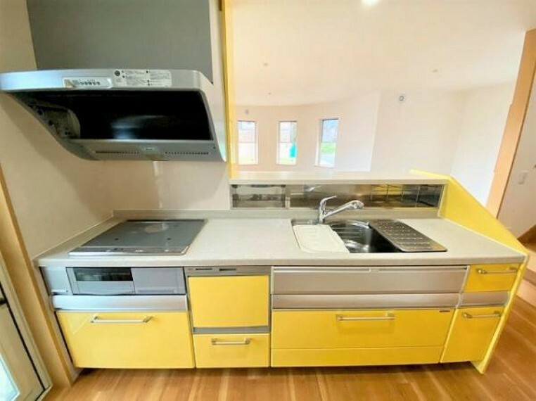 キッチン 水切り板付きで便利なシンクです