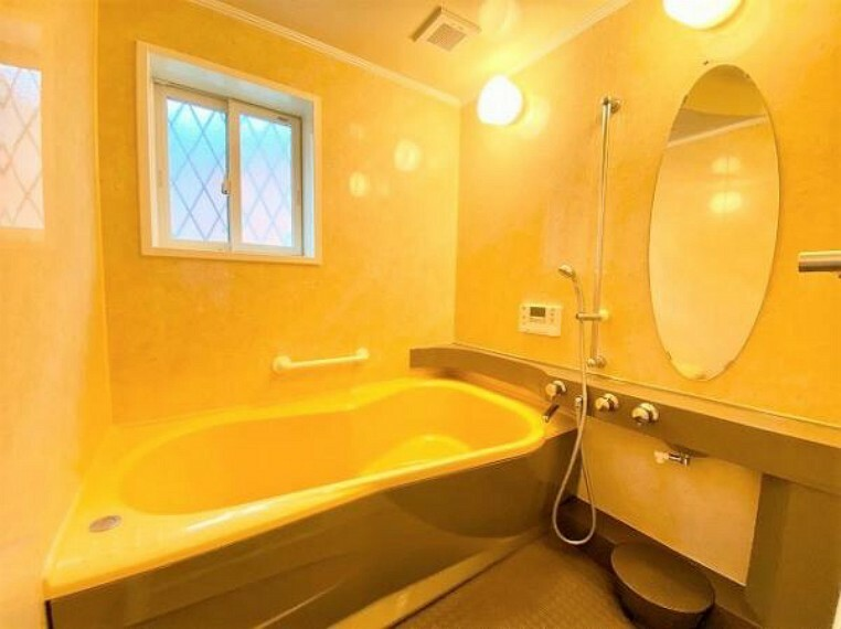 浴室 窓付きで通風良好なバスルームです