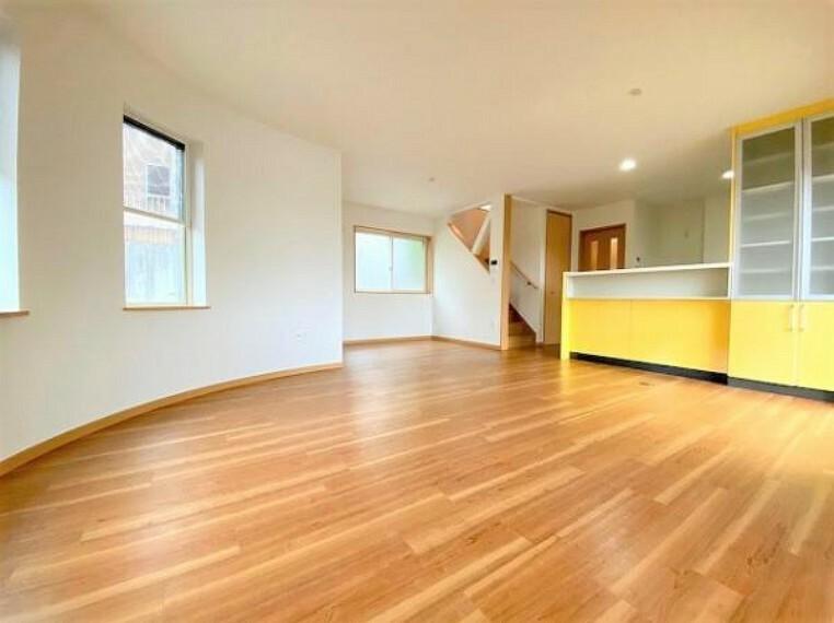 居間・リビング アーチ型がオシャレで開放感のあるリビングです