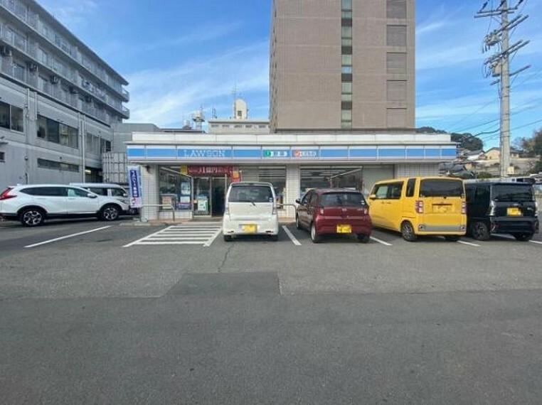 コンビニ ローソン JR三郷駅前店