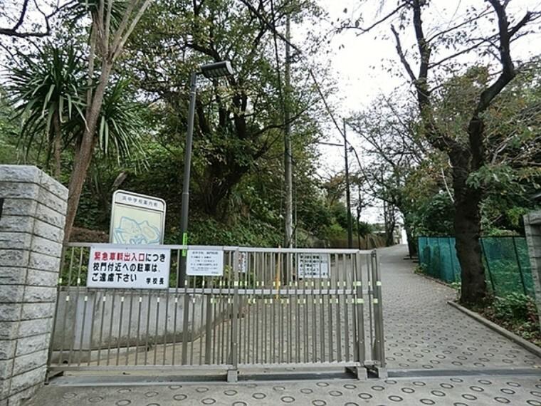 中学校 横浜市立浜中学校 未来を見つめ まちとともに生きる子どもたちのために 【広げよう『あいさつ』の輪】