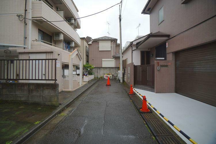 駐車場 前面道路は交通量が少ない位置指定道路となります。