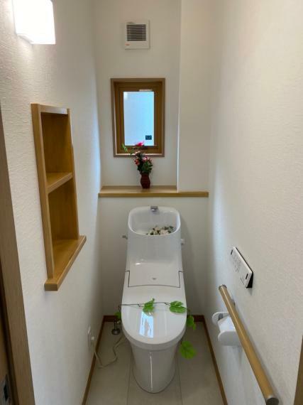 トイレ 小窓がついて換気がしやすくなったトイレです。