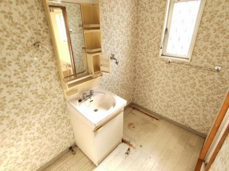 脱衣場 【リフォーム中】洗面所です。
