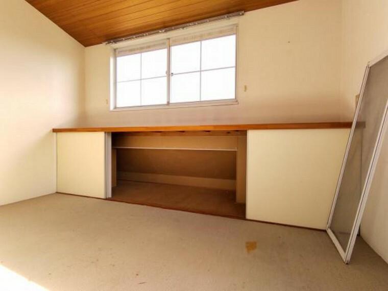 収納 【リフォーム中】2階8帖洋室にある地袋です。
