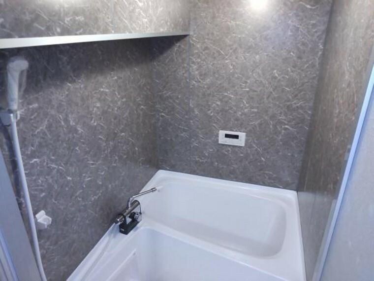 浴室 お風呂は壁面タイル張り、塗装をして仕上げました。