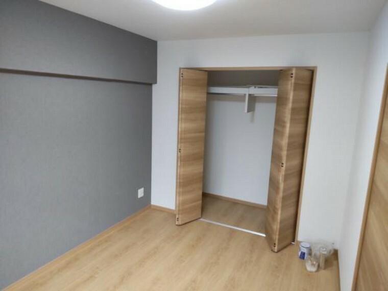 【リフォーム後写真】約6帖の和室です。リフォーム後は洋室に間取り変更致します。押し入れはクローゼットに変更致します。