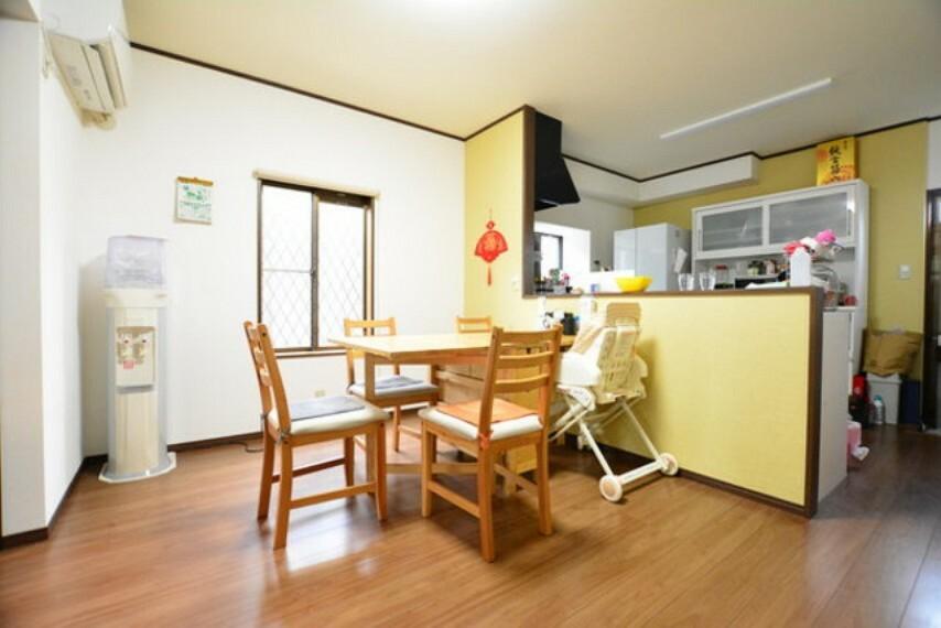 キッチン ダイニングスペースです。楽しい会話をしながらお食事を楽しめるスペースとなっております。