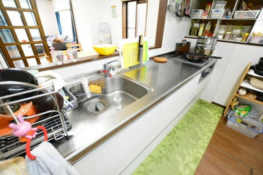 キッチン 広い作業スペースでお料理もはかどりますね。