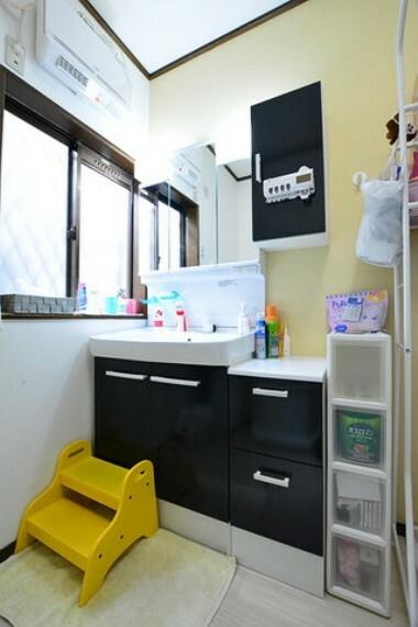 洗面化粧台 洗面スペースです。こちらも換気窓がついています。