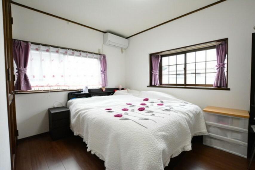 子供部屋 2階洋室です。2面採光で明るいお部屋です。