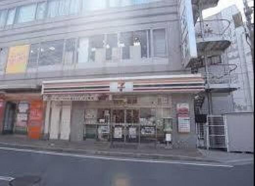 コンビニ 【コンビニエンスストア】セブンイレブン魚住駅前店まで787m