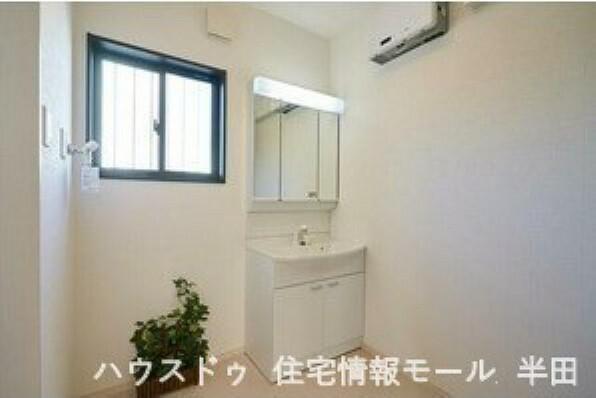 洗面化粧台 朝の身支度も快適 ゆとりの洗面スペース