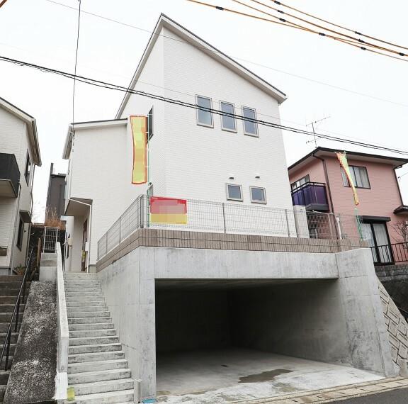 現況外観写真 西条町田口 2021年1月撮影  地下1階に2台駐車が可能です