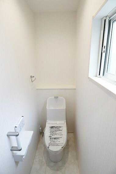 トイレ 温水洗浄機能付きトイレです。