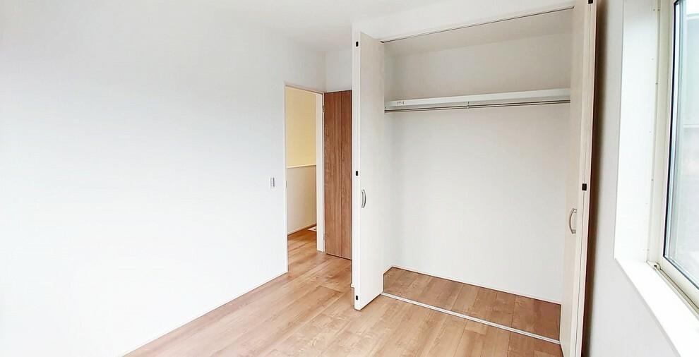 洋室 フリールーム横の5.2畳の洋室です。