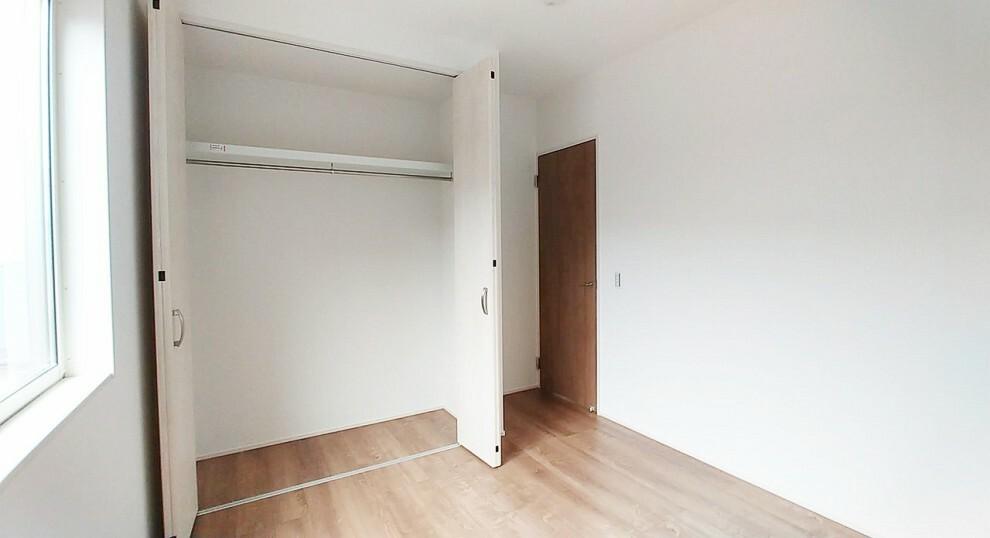 洋室 吹き抜け側の5.2畳の洋室です。