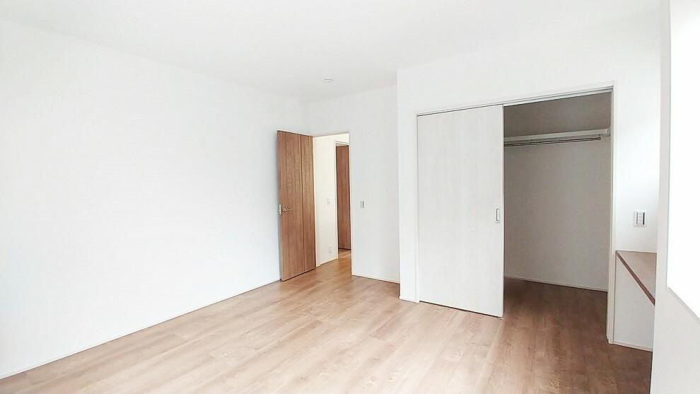 洋室 8.8畳の洋室です。 日当たりよく、ウォークインクローゼットがあるので収納もバッチリです