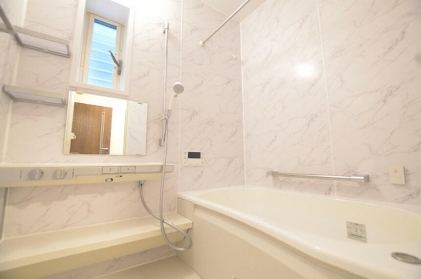浴室 【バス】 リノベーション済みで大変綺麗な浴槽です。 日々の疲れを癒してくれる心地良い空間となっております。