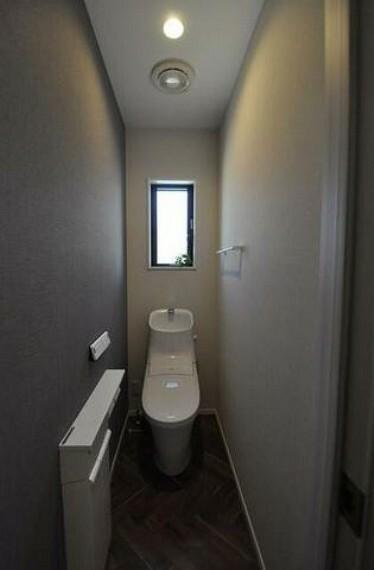トイレ 温水、暖房、ウォシュレット付の高機能トイレです^^