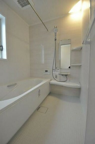 浴室 ボタン一つお湯張りができます^^ゆったりと過ごせるバスルームとなっています^^一日の疲れをいやせそうですね^^