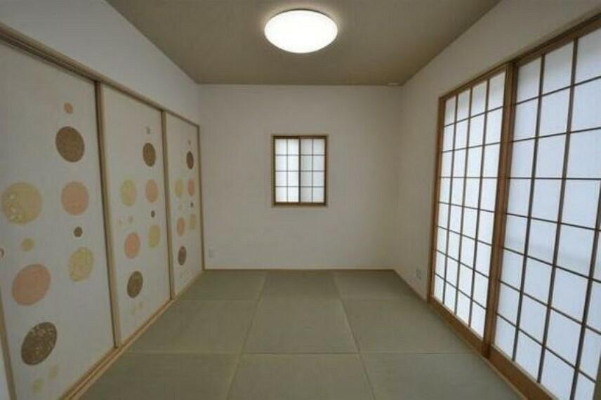 居間・リビング お洒落な和室はご家族の憩いのスペースとしても活用できそうですね^^