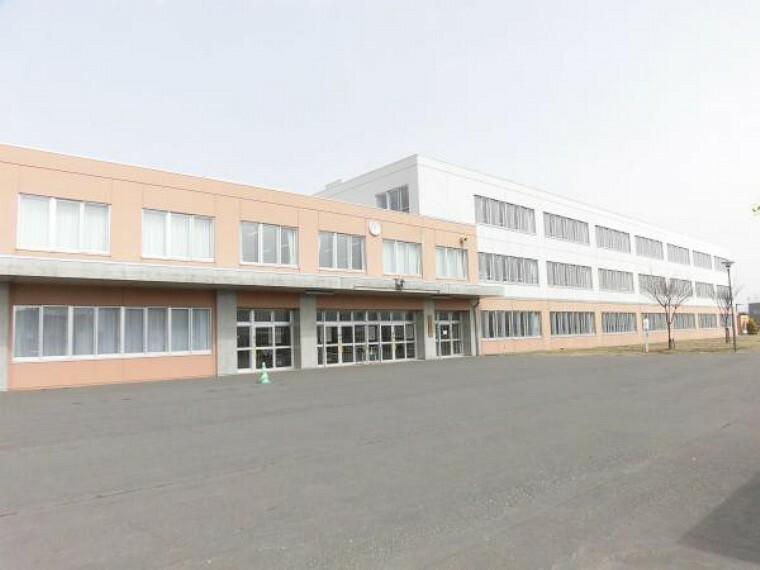 中学校 勇舞中学校まで1440m(徒歩18分)部活動で遅くなっても安心な距離です。