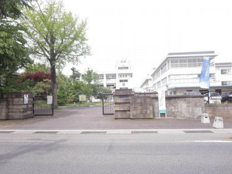 小学校 会津若松市立城北小 小学校まで約500m(徒歩約7分)小学校車で5分ならお子様が忘れ物をしてもすぐに届けてあげられる距離なのでもしもの時も安心ですね。