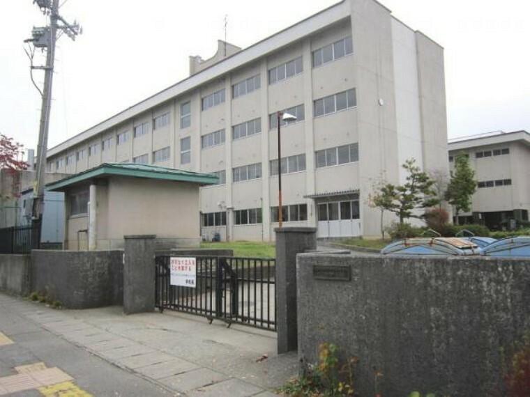 中学校 会津若松市立第一 中学校 まで約1400m(徒歩18分)お友達と会話を楽しみながらの通学も良い思い出の1つですね。