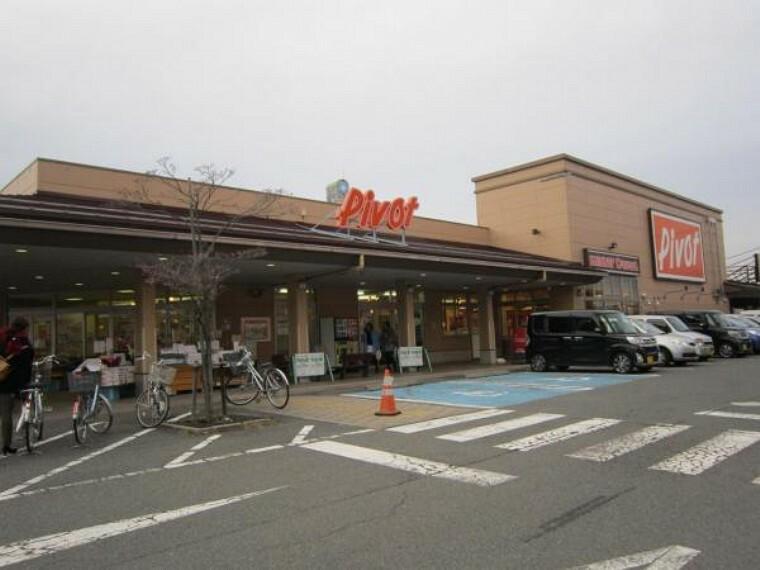 スーパー 食品館ピボット会津若松店様まで約950m スーパー日々のお買い物に欠かせないスーパーは車で約3分の距離です。