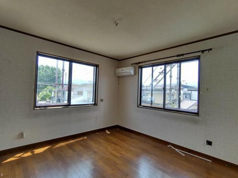 洋室 【リフォーム中】2階洋室6帖 「そろそろ1人部屋が欲しい」そんなお子様の願いも叶えてあげられそうですね。子供部屋にいかがですか。