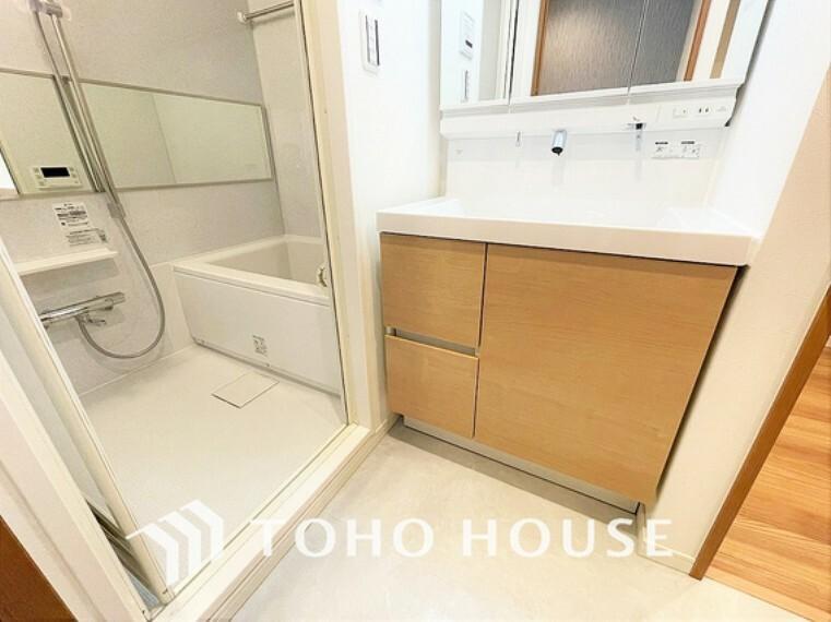 洗面化粧台 豊富な収納スペース、身支度のしやすい洗面所