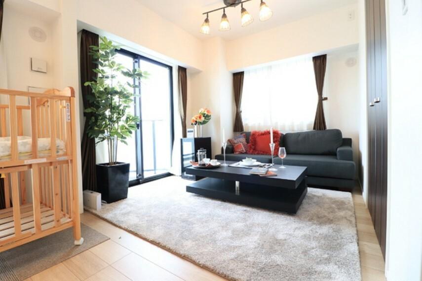 洋室 LDK+隣接洋室、間仕切りを開放すれば計約18帖のおもてなしスペースに