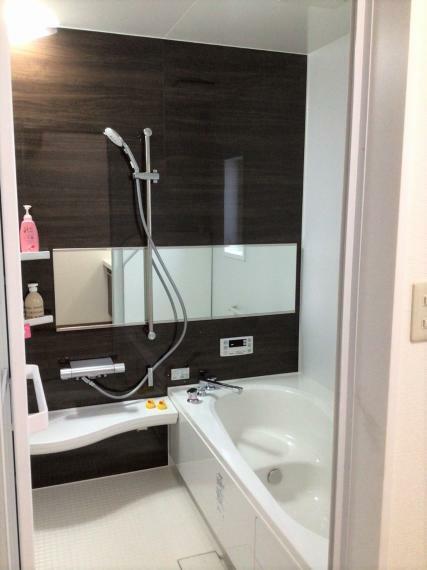 1坪以上の広々浴室でリラックスして入浴が可能です。