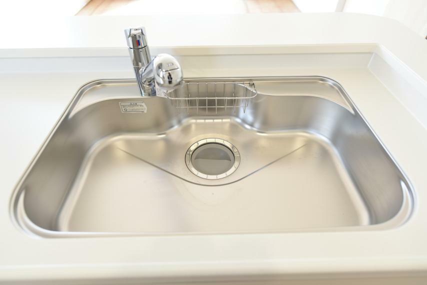 大きなお鍋も洗いやすい広いシンクに、浄水器一体型水栓でいつでも綺麗なお水を使えます。